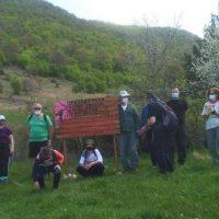 Καθάρισαν το μονοπάτι προς τον προφήτη Ηλία στην Ασβεστόπετρα Εορδαίας ορειβάτες με μέλη της Πρωτοβουλίας πολιτών Εορδαίας ενάντια στις ανεμογεννήτριες