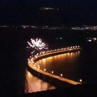 Βίντεο: Τα πυροτεχνήματα της φετινής Ανάστασης στην υψηλή γέφυρα Σερβίων
