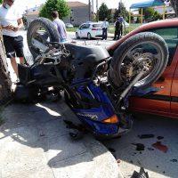 """Τροχαίο ατύχημα με ΙΧ και μηχανή στον Κρόκο Κοζάνης – """"Άγιο"""" είχε ο οδηγός της μηχανής"""