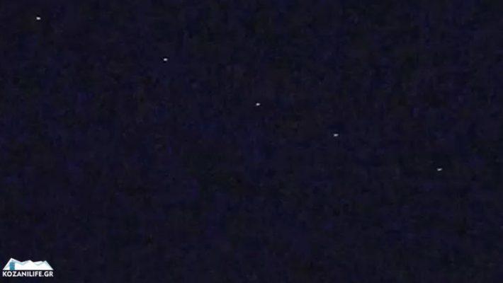 Βίντεο: Δεκάδες δορυφόροι της SpaceX του Elon Musk ορατοί στον ουρανό της Κοζάνης