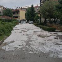 Άσπρισε ο τόπος από την μεσημεριανή χαλαζόπτωση σε διάφορες περιοχές της Κοζάνης