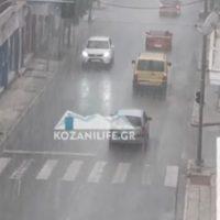 Βίντεο: Σφοδρή χαλαζόπτωση στην Κοζάνη – Πλημμύρησε η πόλη μέσα σε 10 λεπτά