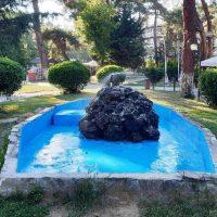 Πτολεμαΐδα: Αποκατάσταση των φθορών στο σιντριβάνι της Δημοτικής Βιβλιοθήκης – Εργασίες αποκαταστάσεων και καλλωπισμού των σιντριβανιών στο παλιό πάρκο και στην κεντρική πλατεία της πόλης
