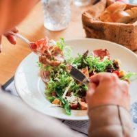 Τι πρέπει να τρώτε και τι να αποφεύγετε αν έχετε κιρσούς