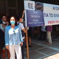 Η Καλλιόπη Βέττα στην παράσταση διαμαρτυρίας των εργαζομένων στον Πολιτισμό στο Υπουργείο Εργασίας