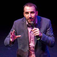Συνέντευξη με τον γνωστό κωμικό Γιώργο Χατζηπαύλου με αφορμή την stand-up comedy παράστασή του «Τάιμινγκ» στην Πτολεμαΐδα στις 15 Ιουλίου