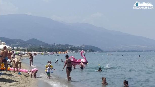 """Στις παραλίες οι Κοζανίτες για """"ανάσα"""" δροσιάς – Ψηλά στις προτιμήσεις οι παραλίες της Πιερίας – Δείτε βίντεο και φωτογραφίες"""