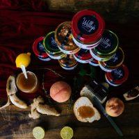 Willy's Spreads: Ο Βελβεντινός σεφ Γιώργος Καραβαγγέλας «σφραγίζει» τις νοστιμιές του Βελβεντού σε ένα βάζο