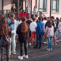 Επίσκεψη της Καλλιόπης Βέττα σε σχολεία των Σερβίων