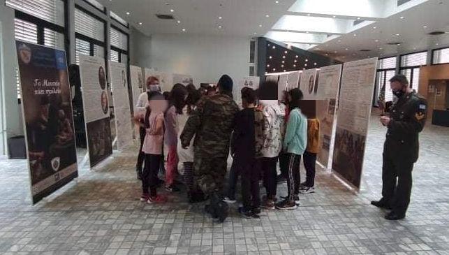 «Το Μουσείο πάει Σχολείο»: Συνεχίζεται η έκθεση κειμηλίων του Πολεμικού Μουσείου στο χώρο της Κοβενταρείου Δημοτικής Βιβλιοθήκης Κοζάνης